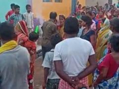 झारखंड : महिला के बाल काटकर कालिख पोतकर अर्द्धनग्न अवस्था में गांव में घुमाया