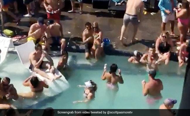 कोरोनावायरस में लड़के-लड़कियों ने पूल पार्टी कर उड़ाई सोशल डिस्टैंसिंग की धज्जियां, वायरल हुआ Video