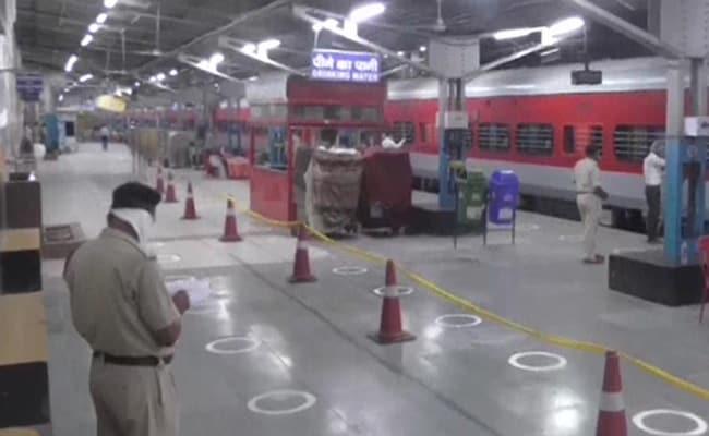 """Where's The List For Trains?"" Railway Minister vs Maharashtra At 2:11 am"