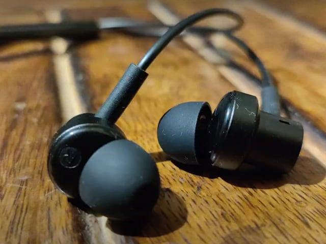 Videos : 799 रुपये वाला Mi Dual-Driver Earphones है बेस्ट बजट ईयरफोन?
