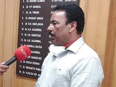 केंद्र सरकार ने दिल्ली के लोकनायक अस्पताल के मेडिकल डायरेक्टर को तत्काल हटाने के दिए निर्देश