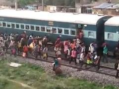 प्रवासी मजदूरों को तय समय सीमा में उनके घर भेजा जाए : सुप्रीम कोर्ट