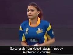हिमांशी खुराना क्रिकेट खेलती आईं नजर, गेंद फेंका तो बल्लेबाज ने पहुंचाया बाउंड्री पार- देखें Throwback Video