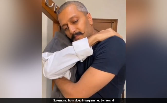Riteish Deshmukh's Emotional Post On Father Vilasrao Deshmukh's 75th Birth Anniversary. It's OK To Cry