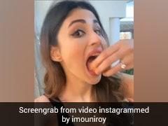 मौनी रॉय का गोलगप्पे खाती आईं नजर, बोलीं- प्याज कचौड़ी, पानीपुरी चाट, समोसा मेरे फेवरेट- देखें Video
