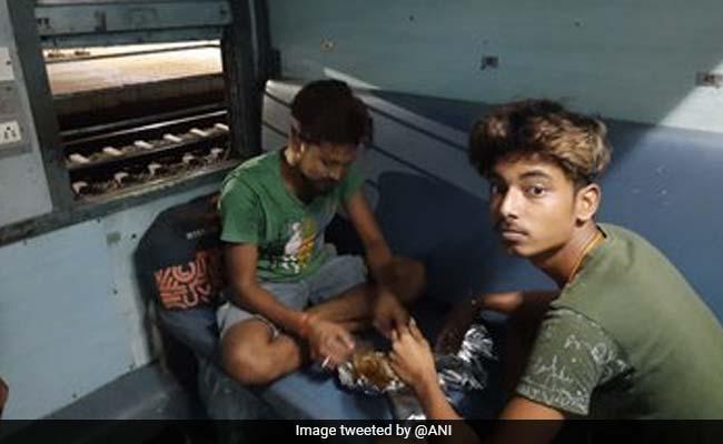 घर जाने की खुशी : प्रवासी मजदूरों को लेकर झारखंड के लिए चल पड़ी ट्रेन, 10 बड़ी बातें
