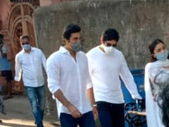 Ranbir, Neetu, Riddhima Immerse Rishi Kapoor's Ashes In Banganga, Alia Bhatt Was With Them