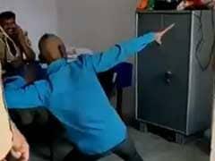उत्तर प्रदेश :  पुलिस ने सपना चौधरी के गाने पर युवक को चौकी में कराया डांस, वायरल हुआ VIDEO