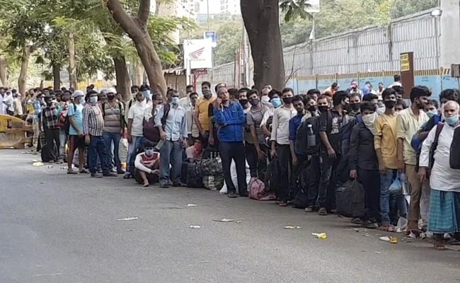 A Bus Queue Over 1.5 km Long Near Mumbai Started Forming Last Night