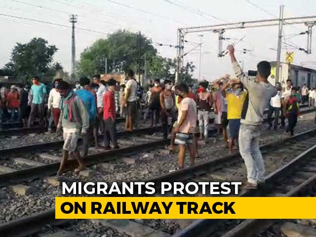 Video : Migrants Out On Tracks As Trains Run Late By 10 Hours With No Food, Water