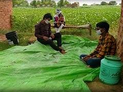 यूपी: 'कोरोना' का खौफ, वापस लौटे प्रवासी मजदूरों को घर में घुसने नहीं दे रहे ग्रामीण, खेत या अन्य जगह हैं क्वारंटाइन