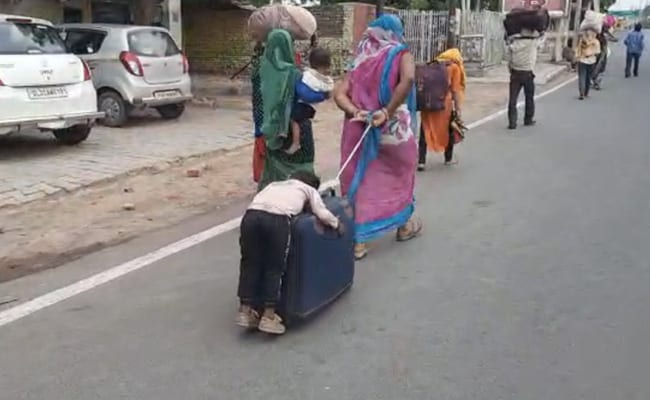 Covid-19 Lockdown: Migrants Issue in India- Child Sleeps On ...