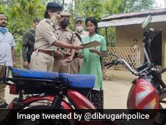 साइकिल से घर-घर जाकर सब्जी बेचती थी स्कूल जाने वाली लड़की, पुलिस ने ऐसे की मदद, देखें Photos