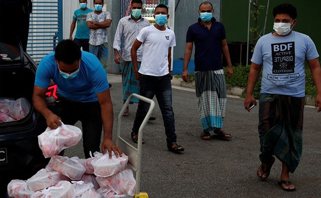 Singapore Businessman, Wife, Team Cook Biryani For 600 Migrants On Eid