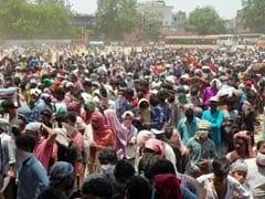 Coronavirus Lockdown: 'घर' जाने के लिए गाजियाबाद में रामलीला ग्राउंड में इकट्ठे हुए हजारों मजदूर