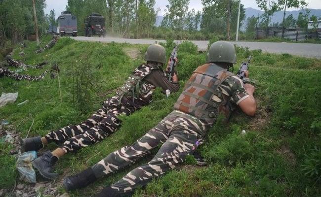 जम्मू कश्मीर: पुलवामा में हुई मुठभेड़ में सुरक्षाबलों ने दो आतंकियों को किया ढेर, एक जवान भी शहीद