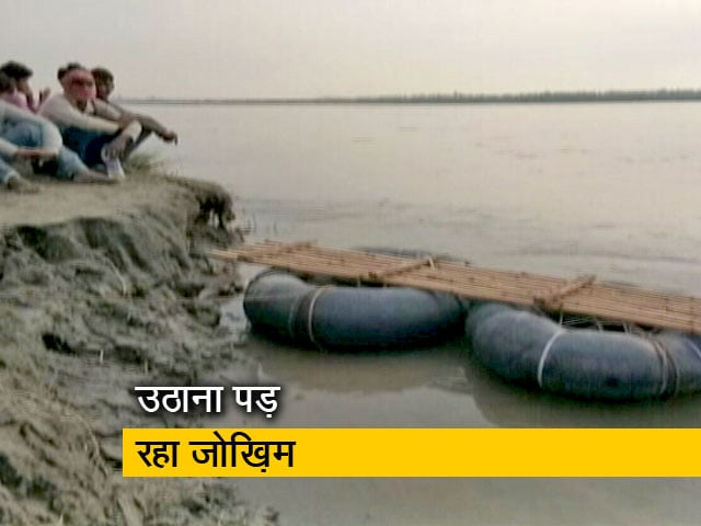 Videos : टायर की ट्यूब के सहारे नदी पार कर रहे प्रवासी मजदूर