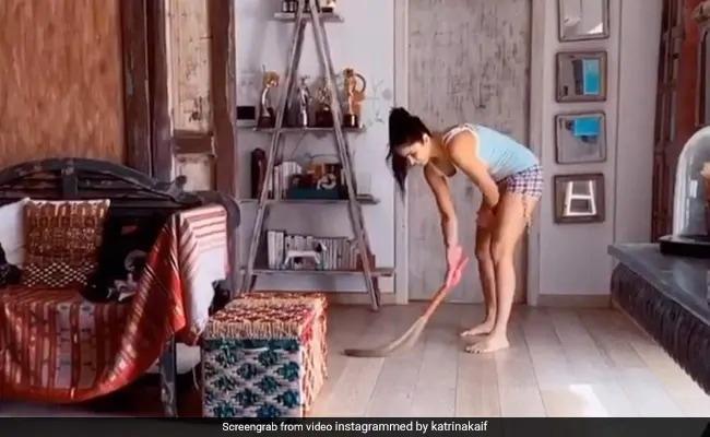 कैटरीना कैफ ने कभी लगाया झाड़ू तो कभी धोए बर्तन, फिर बहन के साथ यूं बनाया डोसा- देखें Top 5 Video