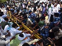 पटना में RJD ने की मार्च निकालने की कोशिश, सोशल डिस्टैसिंग की उड़ीं धज्जियां