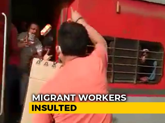 Video : On Camera, Railway Officer In UP Throws Biscuits At Migrants, Abuses Them