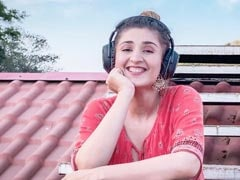 Dhvani Bhanushali's New Song <i>Jeetenge Hum</I>, A Shout Out To The Fighting Spirit Of India, Is Out Now