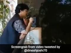 फाल्गुनी पाठक ने लॉकडाउन के बीच पड़ोसियों के लिए बालकनी से गाया ''कहीं दूर जब दिन ढल जाए...'' देखें Viral Video