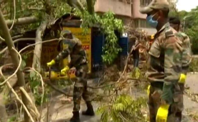 कोलकाता में सेना ने मदद की, लेकिन चक्रवात से प्रभावित बंगाल में सुलगने का विरोध किया