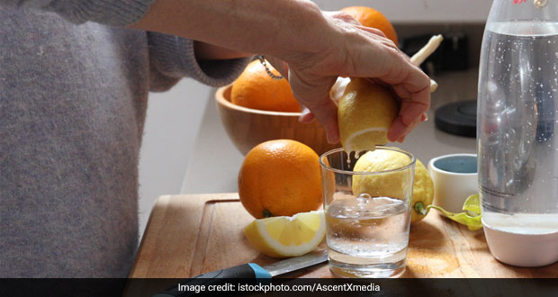 TikTok Users Genius Hack To Squeeze Lemon Juice Without Seeds Is Going Viral