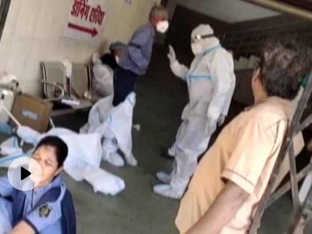 मध्य प्रदेश: PPE किट पहनते ही बिगड़ने लगी स्वास्थ्यकर्मियों की तबियत, जानें पूरा मामला