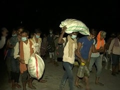 Hundreds Of Migrants Cross Yamuna On Foot At Night To Go Home