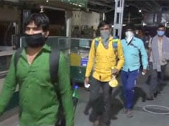 मध्य प्रदेश: बड़ी संख्या में पहुंच रहे हैं प्रवासी मजदूरों के लिए बसों की सुविधा, CM शिवराज ने की अपील