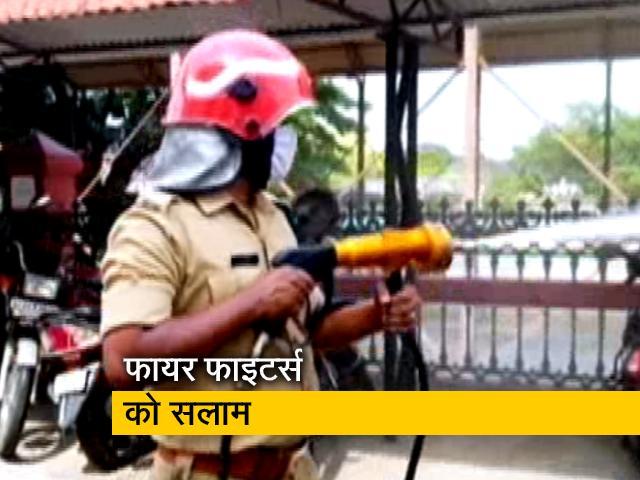 Videos : केरल : फायर फाइटर्स हॉटस्पॉट में ले जा रहे जरूरी दवाइयां-सामान