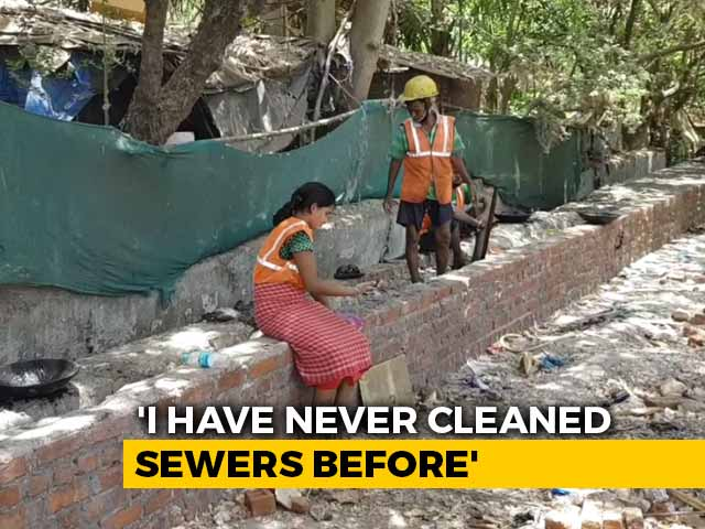 Video : Left Without Jobs, Daily Wage Earners In Mumbai Start Cleaning Sewers