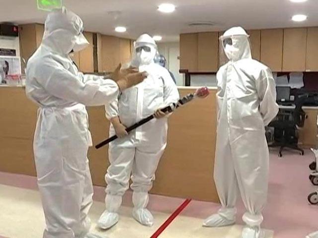 Video : Exclusive: Behind The Scenes Of The Coronavirus War