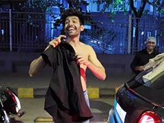 When Kartik Aaryan Changed His Clothes In The Middle Of A Mumbai Street