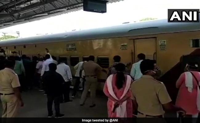 रेलवे ने 10 हजार प्रवासी मजदूरों को ट्रेनों से किया रवाना, इन 8 राज्यों के लोग पहुंचेंगे अपने घर
