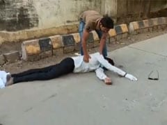 मध्य प्रदेश : भीषण गर्मी से बेहोश हुआ PPE किट पहना एम्बुलेंस कर्मी, मेडिकल स्टाफ-डॉक्टरों ने नहीं की मदद