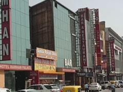 दिल्ली में अब सभी होटल खुल सकेंगे, साप्ताहिक बाजार फिलहाल ट्रायल के तौर पर खुलेंगे