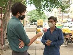 दिल्ली: लोगों ने लूट लिए थे फल, अब इस फलवाले के अकाउंट में आई डोनेशन की बाढ़