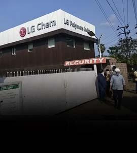 आंध्र प्रदेश गैस रिसावः नगर निकाय ने निवासियों से घरों में ही रहने व गीला मास्क लगाने को कहा