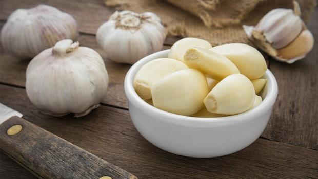 Side Effects Of Eating Garlic: 6 Surprising Disadvantages Of Eating Garlic, Lahsun Khane Ke Nuksan
