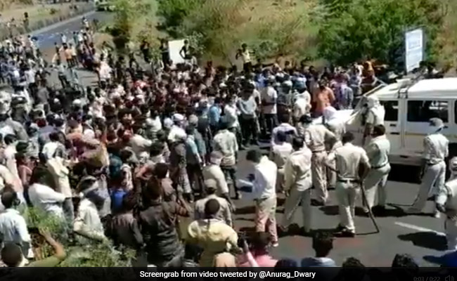 Migrant Labourers Block Highway, Throw Stones At Cops In Madhya Pradesh