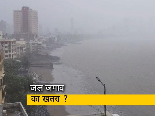 Videos : मुंबई में तेज बारिश के बीच समंदर शांत, हाई टाइड की आशंका