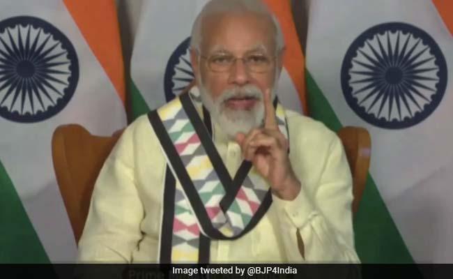 मुसीबत की दवा मज़बूती है, कोरोना संकट ने भारत को आत्मनिर्भर बनाने का अवसर दिया : PM मोदी