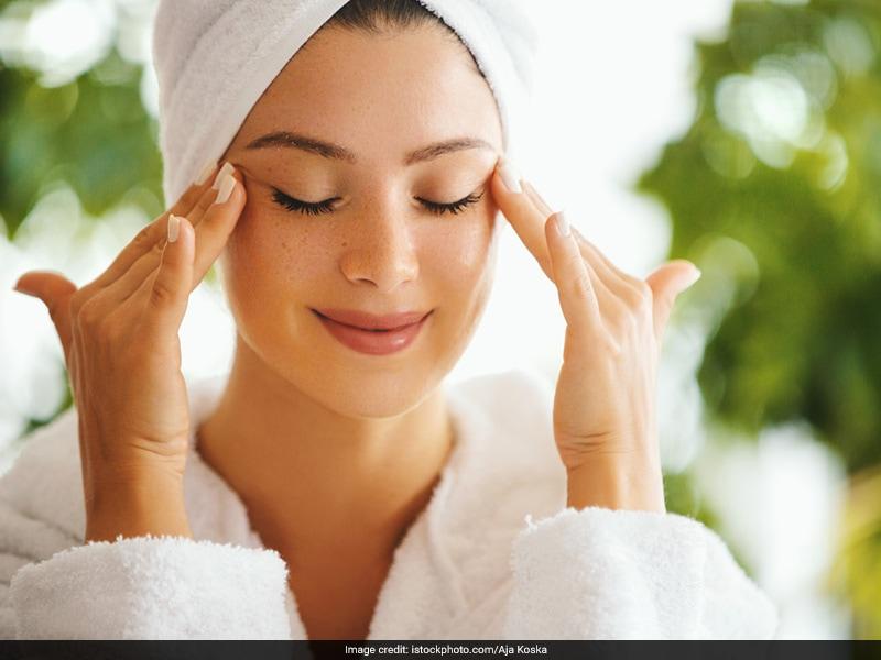 Skin Tightening Tips in Hindi: लूज स्किन से हैं परेशान तो इन आसान घरेलु नुस्खों से दोबारा अपनी त्वचा को करें टाइट