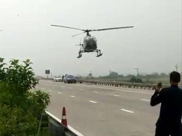 Video : IAF Chopper Makes Emergency Landing On Highway In Haryana