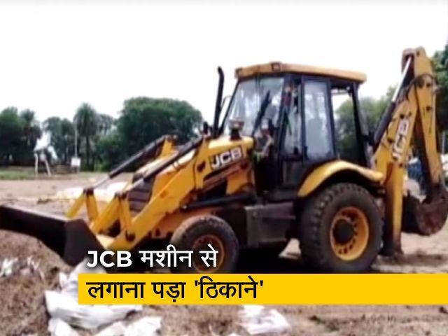 Videos : मध्य प्रदेश के सिवनी में लापरवाही के कारण 250 क्विंटल गेहूं बारिश में खराब