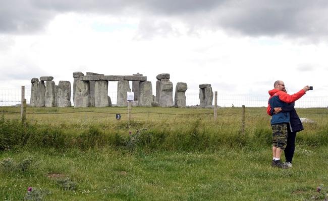 ?Astonishing? Giant Circle Of Pits Found Near Stonehenge