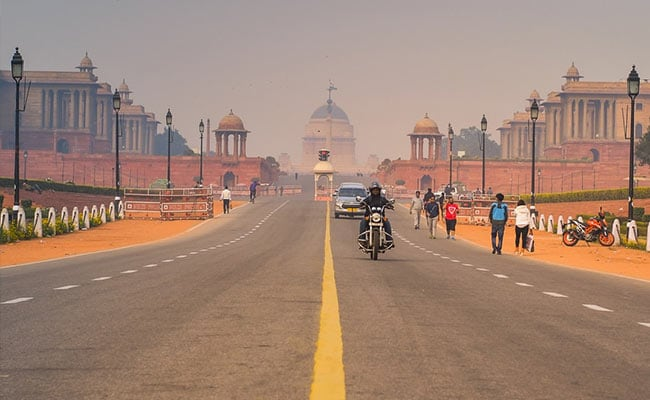 Delhi Witnesses Hot Tuesday As Mercury Hits 41.6 Degrees: Weather Office