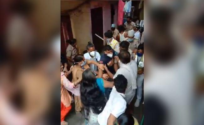 दिल्ली : कन्टेनमेंट जोन के लोगों ने पुलिस और सिविल वॉलंटियर्स पर हमला किया
